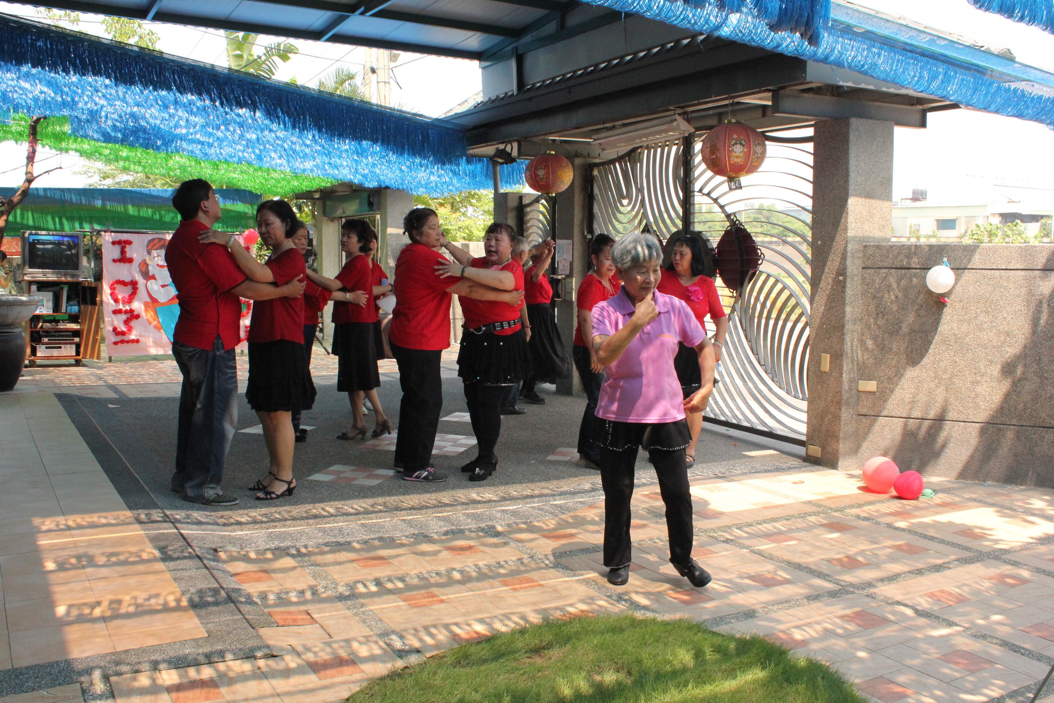 博愛長青老人照護中心表演